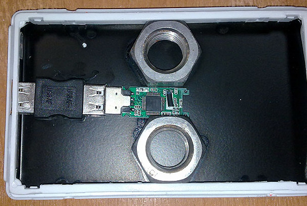 Fakefestplatte: HDD-Gehäuse mit eingebautem USB-Stick (© gsmarena.com)